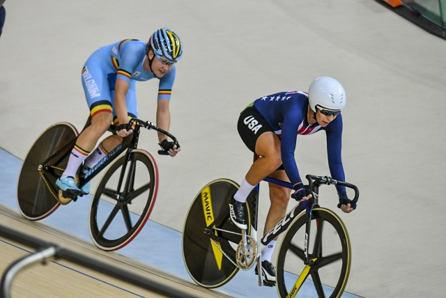 Sarah Hammer edged Jolien D'Hoore for the silver on Tuesday.