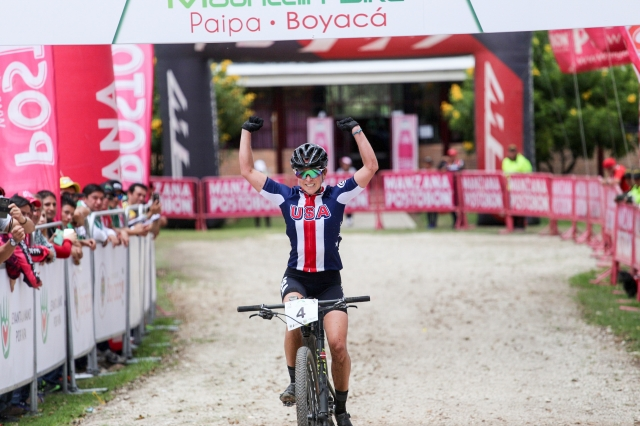 Erin Huck celebrates her win at the 2017 Pan Am Continental MTB Championships on April 2 in Paipa, Colombia. (photo by Maximiliano Blanco)