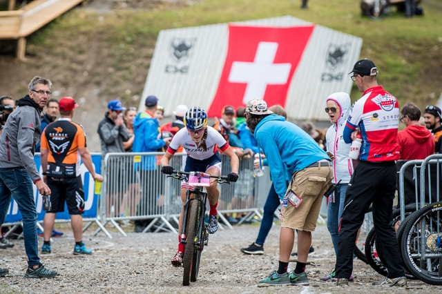 Kate Courtney receives encouragement as she races to victory at the World Cup in Lenzerheide